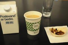 小心优质咖啡 免版税库存照片