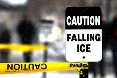 小心落的冰 库存照片