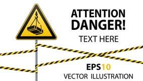小心-危险从装载的高度的5月秋天 安全标志 在金属杆的三角标志与警告带 轻的backgr 库存图片