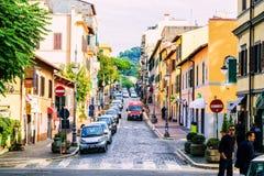 小意大利城市街道和每天生活在罗马附近的在格罗塔费拉塔,意大利 免版税库存照片