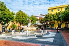 小意大利城市街道和每天生活在罗马附近的在格罗塔费拉塔,意大利 免版税图库摄影