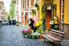 小意大利城市街道和每天生活在罗马附近的在格罗塔费拉塔,意大利 图库摄影