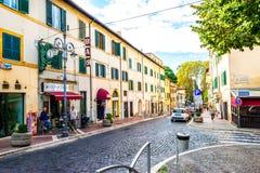 小意大利城市街道和每天生活在罗马附近的在格罗塔费拉塔 免版税库存图片