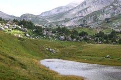 小意想不到的湖Psenodah自然风景照片在Fisht和Oshten山的北高加索 免版税库存图片