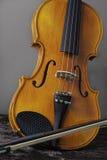 小提琴和弓 免版税库存照片