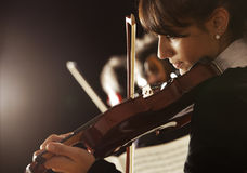 小提琴手妇女 免版税库存照片
