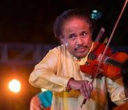 小提琴手L执行在印度的Subramiam博士 库存照片