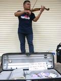 小提琴卖艺人 免版税库存照片