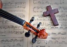 小提琴和十字架 库存图片