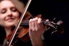 小提琴手古典音乐家的手特写镜头 库存图片