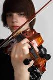 年轻小提琴手 库存照片