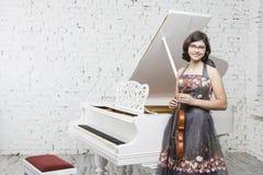 年轻小提琴手 免版税图库摄影