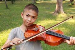 小提琴男孩 库存图片