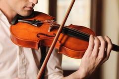 小提琴的引人入胜的声音 库存图片