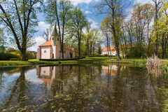 小教会在公园 库存图片