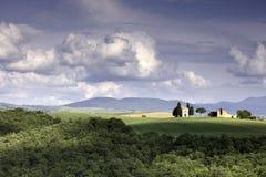 小教堂Cappella della玛丹娜di Vitaleta, Val D ` Orcia圣Quirico托斯卡纳意大利 免版税图库摄影