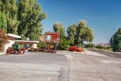 小旅馆在肖松尼人村庄 库存图片