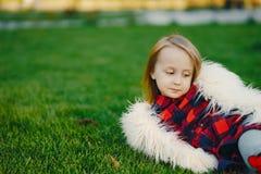 小时髦的女孩 免版税库存图片