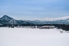小村庄和山脉宽风景在福岛, 图库摄影