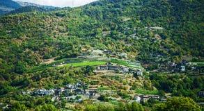 小村庄在意大利阿尔卑斯 免版税库存照片