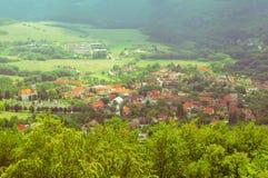 小村庄在自然的心脏 图库摄影