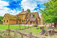 小村庄在Versail附近的女王玛丽・安托瓦内特的庄园风景  库存图片