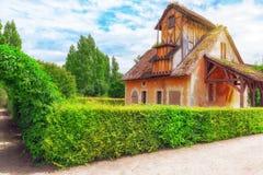 小村庄女王玛丽・安托瓦内特在Versai附近的` s庄园风景  库存照片