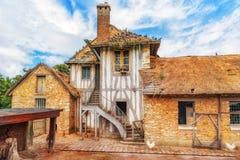 小村庄女王玛丽・安托瓦内特在Versai附近的` s庄园风景  免版税库存图片