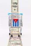 小条不同美元钞票和空的购物trolle 免版税图库摄影