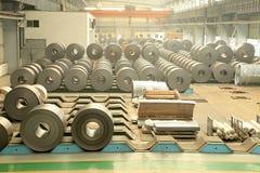 小条钢铁生产车间 免版税库存图片