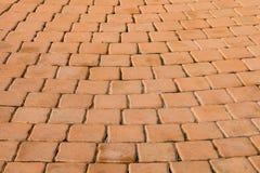 小棕色砖块的样式从走道的 库存图片