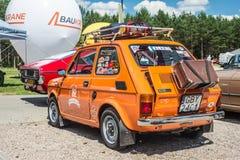 小橙色汽车Polski菲亚特126p背面图 免版税库存图片