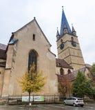 小正方形的片段与小正方形的路德教会的大教堂oFragment clocktower的与路德教会的大教堂clocktower的  免版税库存图片