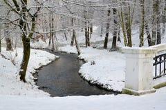 小河公园在中央公园,加里宁格勒 33c 1月横向俄国温度ural冬天 库存图片