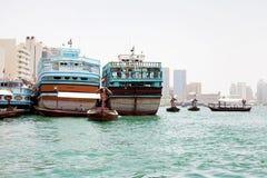 小河单桅三角帆船迪拜 免版税库存照片