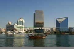 小河巡航的单桅三角帆船迪拜 库存照片