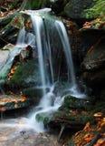 小河瀑布白色 免版税库存照片
