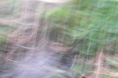 小河的水的表面的隐晦的图象 免版税库存照片