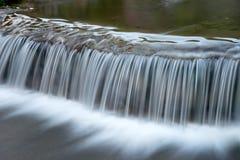 从小河的白色瀑布 免版税库存照片