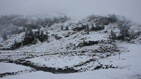 小河的行动从Kaunertal冰川瀑布的在Kaunergrat自然公园 影视素材