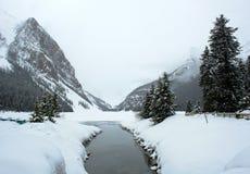 小河Lake Louise山 库存照片