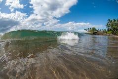 小波浪在毛伊,夏威夷 库存图片