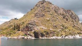 小海岛在的喀喀湖 免版税图库摄影
