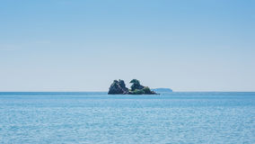 小海岛的海运 免版税库存图片