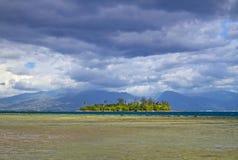 小海岛的motu 免版税图库摄影