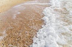 小海波浪和泡影背景关闭 库存照片