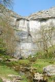 小海湾山谷malham国家公园英国约克夏 库存照片