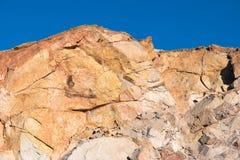 小海湾的岩石上面 免版税库存照片