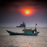 小渔船在南海,头顿,越南 图库摄影