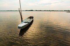 小渔船在微明下 图库摄影